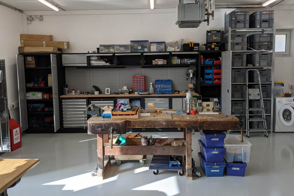 Werkstatthalle Arbeitsbank