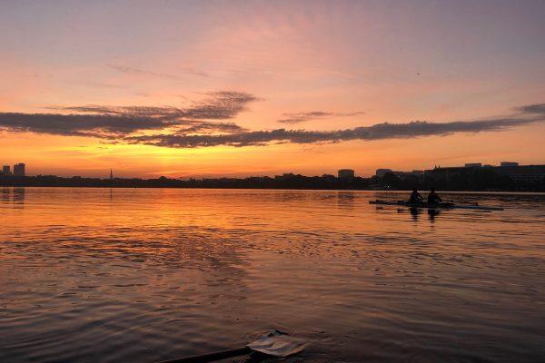 Boot vor Sonnenaufgang